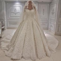 2019 largos velos blancos Estilo árabe Dubai Vestido de fiesta Vestidos de novia blancos Con cuentas de lujo Apliques Mangas largas Novia Vestidos de boda formales de la iglesia con velo largos velos blancos baratos