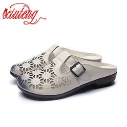 2019 zapatillas de muffin Xiuteng Estilo Nacional Dulce Confort Muffin Fondo Grueso antideslizante Baotou Genuine Leather Manual Half Hollow Zapatillas zapatillas de muffin baratos