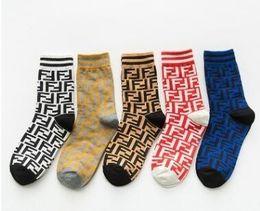 chinchila atacado Desconto 20 pares / lote novas mulheres meia meias de moda para as mulheres menina esporte meias de algodão preto mulheres meias com meias de malha frete grátis