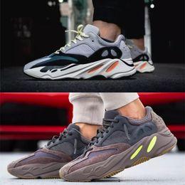 4c39631f9f052 Boost 700 Wave Runner 2018 Kanye West zapatillas para correr al aire libre  Zapatos para hombre Zapatillas de deporte para mujer Botas deportivas para  hombre ...