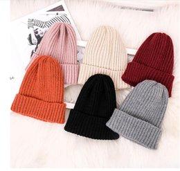 Prezzo inverno dei ragazzi invernali online-Cappelli di lana Beanie di lusso della signora di inverno di modo Cappelli delle donne delle ragazze del ragazzo Cappelli lavorati a maglia casuali caldi dei cappelli 9 colori Prezzo all'ingrosso
