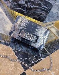 Canada Nouveaux petits sacs carrés pour femmes européennes et américaines, avec un diagonal chevauchant et une épaule à la main, modèle lézard classique Offre