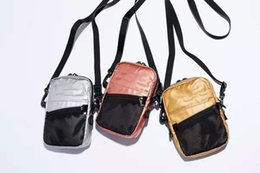metallische beutelverpackung Rabatt Metallic Shoulder Bag Sport Umhängetaschen Casual Handy Geldbörse Reise PU Brusttasche Diagonale Paket