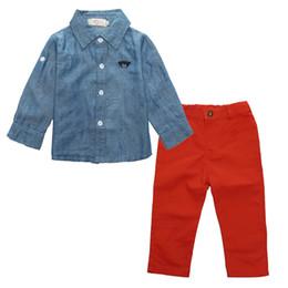 2019 jeans vermelho bebê Meninos da criança Conjunto de Roupas para Crianças Do Bebê Cinza Mangas Compridas Camisa + Calças Jeans Vermelho Calças Terno Infantil Menino Roupas Casuais jeans vermelho bebê barato