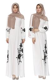 Canada Robes femme grande taille brodée Moyen-Orient Robe de soirée à manches longues en mousseline de soie Robe traditionnelle de Dubaï Robe longue blanche et noire Offre