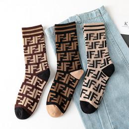 2019 mulheres de seda sexual Hip-hop Street em tubo Socks duas barras Jacquard meias pilhas japonesas de algodão meias por atacado de moda europeus e americanos