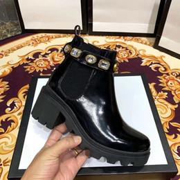 Botas cinturones tacones online-Zapatos de cuero de mujer Cordones Cinturón con hebilla Cinturón botines directos de fábrica mujer tacón grueso cabeza redonda otoño invierno Martin Botas con caja