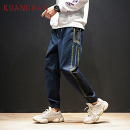 KUANGNAN Pantaloni Casual A Strisce Uomini Pantaloni Pantaloni Hip Hop  Pantaloni Da Uomo Pantaloni 2018 Giapponese Streetwear Casual 5XL f4ebe3dc36f5
