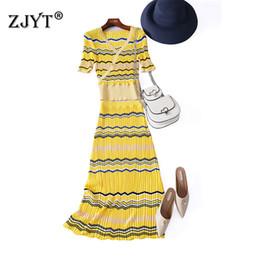 2019 полосатая миди юбка  Fashion Designer Women Summer Suit Set 2019 Runway New Short Sleeve V Neck Striped Knitted Top and Midi Skirt 2pcs Sets дешево полосатая миди юбка