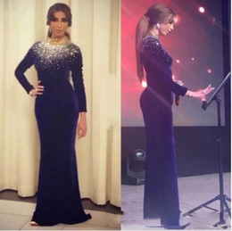 Deutschland Arabische Kleider Stehkragen Abendkleider mit langen Ärmeln Dunkelblauer Samt Abendkleider Arabische Berühmtheit Formal Party Wear Discount Versorgung