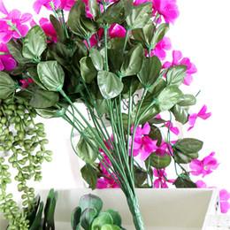 Decoração de flores de parede pendurada de seda on-line-Violeta Flor Artificial Decor Simulação de casamento Tapeçaria videira cesta da flor flor de seda Orchid rattan DIY exterior corredor