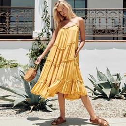 2019 vestido amarillo con tiras Vestido Midi amarillo de tiras de las mujeres de espalda ajustable verano bohemio vestido de fiesta con gradas de ajuste de volantes rebordear 2019 vestido de playa casual rebajas vestido amarillo con tiras
