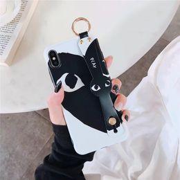 2019 cas de téléphone de forme de pomme One Piece cas de téléphone de luxe pour iPhone 6 7 8 Plus xs xr design en forme de coeur mode couvercle de protection arrière pour les cadeaux Wristband cas de téléphone de forme de pomme pas cher
