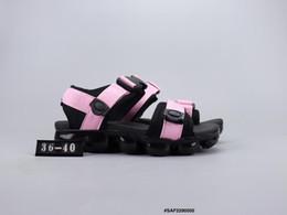 chaussures de hip hop pour hommes Promotion 2019 Marque Sandales Chaussures Designer Tongs Pantoufles Chaussures Décontractées Hommes Designer Être Véritable Femmes Pantoufles Hip Hop Rue Taille 36-44
