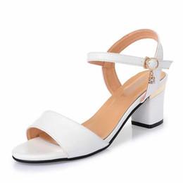 sandalias de mejor diseñador Rebajas 2019 Mujer sandalias de los deslizadores de diseño zapatos de las sandalias planas del verano la mejor calidad Chancletas Moda sandalias Tamaño: 35-40 con la caja R3