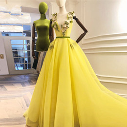 Seidengelbe 3D Blume Abendkleider V-Ausschnitt Lace Up A-Linie Lange Abendkleider Ziemlich Prom Kleider von Fabrikanten