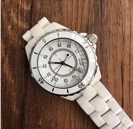 Canada Montres de luxe haut marque Lady blanc / noir en céramique montres à quartz de haute qualité pour les femmes de la mode des femmes exquises supplier exquisite watches Offre