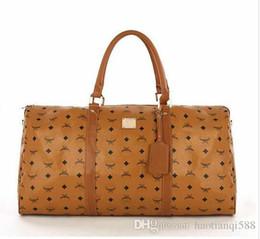 55 см большой емкости мужчины женщины дорожные сумки известный классический дизайнер горячей продажи высокого качества мужчины плеча вещевой сумки нести на багаж от Поставщики шнуры для обуви