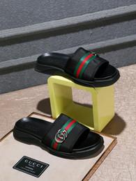 Zapatillas de cuero italiano online-Nueva marca italiana de verano para hombre zapatillas de alta calidad con correas de rayas de playa de fondo plano para hombre interior zapatos casuales 40-44 tamaño