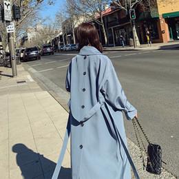 Elegante blaue Thin Trenchcoats für Frauen Manteau Femme 2020 Back Button Design Long koreanische lose über Knie Gürtel Mantel Oberbekleidung