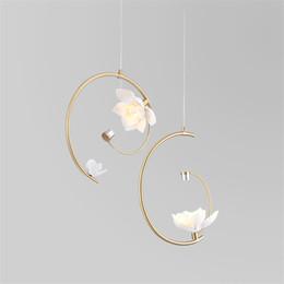 luces colgantes de ceramica Rebajas Luces modernas de latón LED araña de cerámica de la flor lámparas colgantes dormitorio salón Art Deco Hanglamps luces accesorios de iluminación