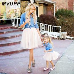 мама дочери в зимних костюмах Скидка мать дочь платья семьи соответствия одежда костюм джинсовая рубашка юбки 2 шт. мама и я устанавливает из двух частей девочка мама платье
