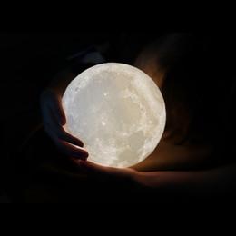 Lámpara de luna encendida online-Lámpara de luna YIDIMU, impresión 3D Luz de noche Lunar LED Luz de luna lunar con soporte y regulable USB recargable para bebés niños