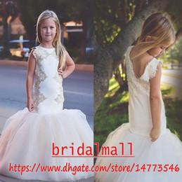 Fiesta de bata online-Apliques de oro 2019 sirena vestidos de niñas de flores para la fiesta de bodas Trompeta Kids Little Girl Prom Pageant vestido de comunión túnica fille mariage