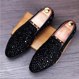 Loafers glitter on-line-Salé-Ulti-Colored Hot Glitter Lantejoula Loafers Mens Dress Shoes Men Flats sapatos de luxo Moda Marca Chaussures De Mariage