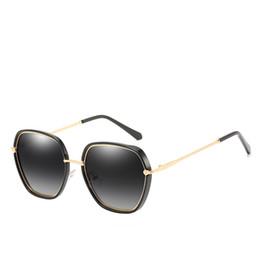 2019 occhiali da sole all'aperto femminile Top moda donna occhiali da sole di marca occhiali da sole per esterni toni del metallo telaio moda femminile classico occhiali da sole specchio femminile scatola di invio occhiali da sole all'aperto femminile economici