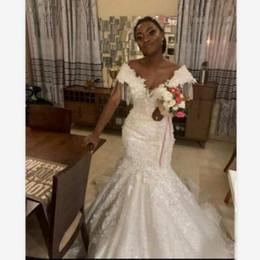 Sirena de encaje negro desnudo online-Negro vestido de novia de sirena vestidos de novia con borlas cuello en V africana del cordón de las muchachas vestido de novia de novia