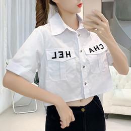 Koreanische blusen für frauen online-2019 New Pocket-Frauen Tops Kurz lose koreanische Camis Einreiher schließen Hülsen-Art- Brief beiläufige Bluse Feminina Weinlese