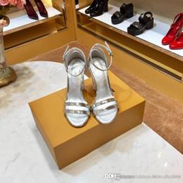 Yeni erken bahar bayan ayakkabıları Ithal deri kumaş Gümüş koyun derisi ayak pedleri Narin kadınlar yüksek topuklu ayakkabılar ... nereden