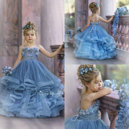 Vestito ragazze di spaghetti online-2020 Flower Blue Haze ragazza abiti da sposa in pizzo per 3D floreale appliquéd Little Girls Pageant Dress Tiered Gonne vestidos de desfile