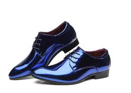 Nueva llegada de los hombres de moda diseñador británico brillante puntiagudo con cordones zapatos hombres vestido de fiesta de bodas formal zapatos oro rojo azul desde fabricantes