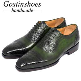 2019 zapatos formales verdes GOSTINSHOES HECHAS A MANO Goodyear Welted Luxury Men Green Genuino Cocodrilo Oxford de piel de becerro Zapatos formales Hombres con cordones SCF16 zapatos formales verdes baratos