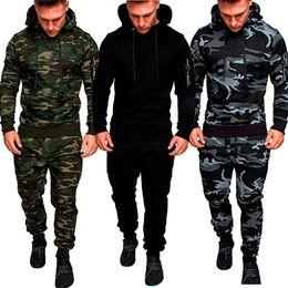 ternos de camuflagem masculinos de moda Desconto Homens novos da forma ajustaram Hoodies da camuflagem da luva longa ajustados Fato masculino do agrupamento exterior do esporte dos ternos do esporte ajustados