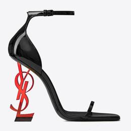 Женщины летние сандалии классический модный бренд полые формы пятки подиум супер металлический высокий каблук патент зашнуровать оригинальный Сексуальный ночной клуб сандалии от Поставщики кожаное освещение