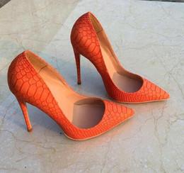 Laranja alta saltos bombas on-line-Frete grátis mulheres senhora mulher 2019 moda python orange couro dedos saltos saltos de casamento stiletto sapatos de salto alto bombas 12 cm 120mm