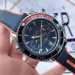 Muñequeras de cuero online-Relojes de diseño para hombre de lujo Cronómetro de marca superior Correa de cuero genuino Reloj de pulsera de cuarzo de 42 mm para hombres Regalo de San Valentín reloj de lujo