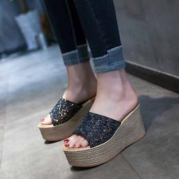 peep toe slipper keile Rabatt Vogue Hausschuhe Frauen Schöne Mode Bling Keile Freizeitschuhe Sommer Weibliche Hausschuhe High Heel Peep Toe Zapatos Mujer