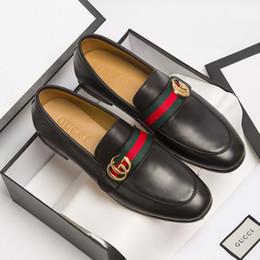Wholesale Habillé de luxe Designer en cuir verni chaussures de mariage hommes chaussures de soirée chaussures de sport rouge ruban bleu designer chaussures bateau de la mode de haute qualité