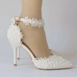 2019 chicas zapatos de boda marfil 2019 Blanco puntiagudo nupcial zapatos de boda tacones cuadrados de diamante hebilla del zapato de la boda de gama alta seda corto código de vestimenta para zapatos de mujer