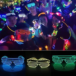 Rave occhiali da sole bagliore online-Occhiali EL El Wire Fashion Neon LED Light Up Shutter a forma di bagliore Occhiali da sole Rave Costume Party DJ Bright SunGlasses