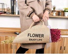 Bolso envolvente de flores de lino amarillo al por mayor Bolso impermeable de la mujer Bolso de regalo ecológico Paquete floral desde fabricantes