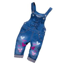 Buena calidad Primavera Otoño Pantalones de niña pequeña Correa Bib Bebés Pantalones de mezclilla Algodón Mariposa Patrón Jeans Niños pantalones desde fabricantes