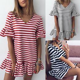 Nouvelles robes à la mode en Ligne-Femmes robes à rayures col en V nouveau style robe de vacances d'été à la mode type simple et décontracté jupe