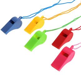Brinquedos cheerleading on-line-Apito Atmosfera Dinâmica Apitos Árbitro Especial Crianças Brinquedos Cheerleading Accs Apito De Plástico Com Cordão