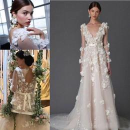 Vestido marquês de noiva on-line-Modest Marchesa Rendas Bohemian Praia Vestidos de Noiva 3D Foral Apliques de Dubai Árabe Artesanal de Flores País De Noiva Vestidos de Mangas Compridas
