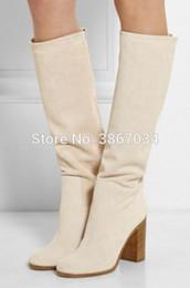 Botas altas de botas bege on-line-SHOOEGLE Mulheres plain joelho botas altas de camurça bege botas altas saltos grossos de madeira escorregar em botas longas mulheres sapatos da moda